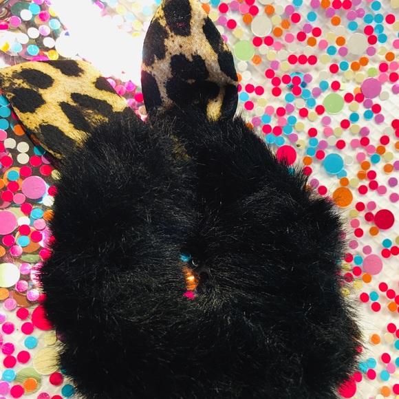 Anthropologie Accessories - Anthropologie Fur Scrunchie Leopard Wire Bow tie